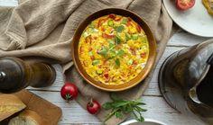 Báječné večeře dokážete vytvořit do půl hodinky. Rychlé rizoto, špagety, placky či bramboráky nebo třeba všemi oblíbené lahodné smaženky? Na tyto recepty budete mít nejspíš většinu surovin doma po ruce. #vecere #snadnevareni #rychlavecere #rizoto #cibulacka #frittata #bramboroveplacky #bramboraky #spagety #spagetyaglioolio Egg Preparations, Egg Muffin Cups, Chef Shows, Cooking For Three, Frittata Recipes, Man Food, Chopped Salad, Asparagus Recipe, Your Recipe