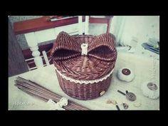 Бантик из бумажной лозы. Плетение из газетных трубочек. Мастер класс - YouTube Wicker, Rattan, Master Class, Craft Tutorials, Basket Weaving, Diy Tutorial, Recycling, Paper Crafts, Youtube