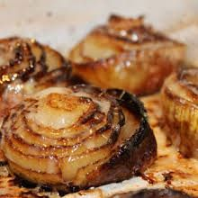Baked Onions with Gruyere Cheese: It tastes like french onion soup. A perfect si Baked Onions with Gruyere Cheese: It tastes like french onion soup. A perfect side dish to any red meat. Source by abeachgirl Side Dish Recipes, Vegetable Recipes, Vegetarian Recipes, Cooking Recipes, Vidalia Onion Recipes, Vidalia Onions, Baked Onions, Roasted Onions, Tapas