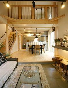 ロフト付き平屋,LOAFERの物件実例ページです。埼玉県のヴィンテージヴァリューの物件です。カフェ+アンティークな可愛い内観は、女性必見!別荘の様な広い庭と、3連窓、ウッドデッキの組み合わせは、カフェ好きな女性やアンティークが好きな方に人気です。 Interior And Exterior, Interior Design, Create A Board, Loft, Living Spaces, Living Room, Cabana, Tiny House, House Plans