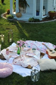 Create a spontaneous backyard picnic with items you have around the house! All it takes is a couple blankets, a pallet, and of course twinkly lights! Garden Picnic, Backyard Picnic, Picnic Blanket, Outdoor Blanket, Picnic Decorations, Party Entertainment, Stepping Stones, Lawn, Cozy