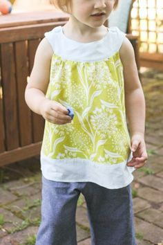 So many cute clothes to sew on this blog :)