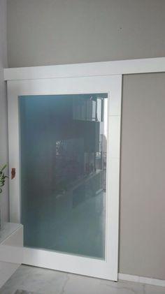 Puerta corredera XXL, altura y anchura especiales 2200 x 1310 mm. Modelo 9005 V1 Lacada blanca con cristal mate.