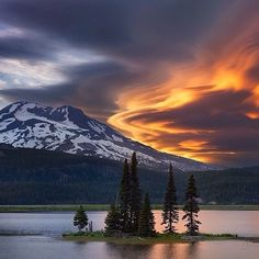 Sunset at Sparks Lake in Central Oregon. ------------------- @majeedbadizadegan