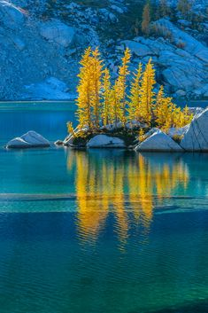 Crystal Lake in the Enchantments, Washington, USA