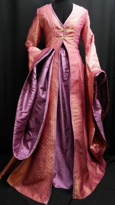 Inspired by Game of Thrones Sansa Stark pink gold brocade silk dress, purple silk skirt custom made to your size! Game Of Thrones Dress, Game Of Thrones Sansa, Sansa Stark, Silk Skirt, Silk Dress, Beautiful Gowns, Beautiful Outfits, Purple Games, Purple And Gold Dress