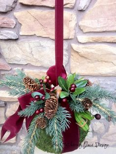 The Gathering Place Design: Christmas Kissing Ball Tutorial Christmas Balls, Winter Christmas, Christmas Holidays, Christmas Wreaths, Merry Christmas, Christmas Ornaments, Christmas Projects, Holiday Crafts, Holiday Fun
