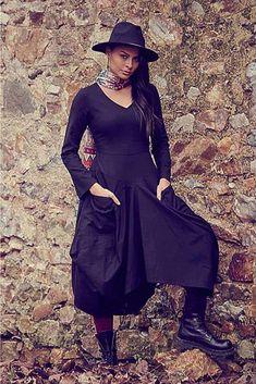 Černé šaty s dlouhým rukávem Los Banditos Reina Wrap Pants, Oversized Dress, Hippie Outfits, Black Long Sleeve Dress, Cute Skirts, Asymmetrical Dress, Winter Dresses, Tulum, Boho Dress