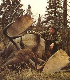Fred Bear - Archery Hall of Fame and Museum.like a freight train with massive antlers Moose Hunting, Big Game Hunting, Hunting Art, Archery Hunting, Deer Hunting, Deer Camp, Bull Moose, Archery Bows, Traditional Bowhunting