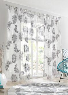 Se nu:Gör om ditt fönster! Den fina, sommarfräscha gardinen «Sanni» har ett modernt tryck som ger en fin utblick. Gardinen består av en fintrådig, transparent väv som släpper igenom dagsljuset och ger ett ljust rum.