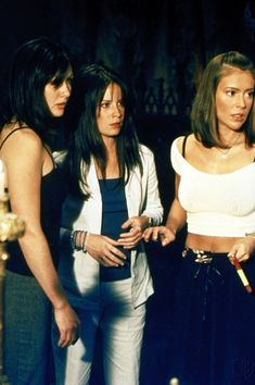 Charmed 2013 Update Photo Gallery – Alyssa Milano, Holly Marie Combs, Shannen Doherty, Rose McGowan and Kaley Cuoco Phoebe Charmed, Serie Charmed, Charmed Tv Show, Charmed Sisters, Alyssa Milano, Holly Marie Combs, Rose Mcgowan, Beautiful Witch, Beautiful Young Lady