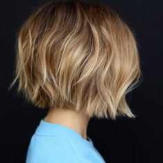 40 Short Ombre Hair Cuts & Hair Color Style for women 2020 Line Bob Haircut, Haircut For Thick Hair, Short Bob Haircuts, Haircut Style, Haircut Short, Bob Haircut With Undercut, Wavy Hair, Bob Hairstyles For Thick Hair, Short Haircuts For Women