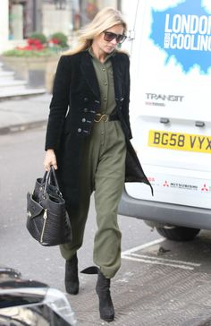 Kate Moss Style - Kate Moss Street Style Photos Source by Bags street Ella Moss, Estilo Kate Moss, Moss Fashion, Kate Moss Style, Military Chic, Queen Kate, Boiler Suit, Jumpsuit Outfit, Looks Chic