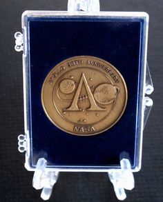 APOLLO 30th ANIVERSARY BRONZE MEDALLION~HAS METAL FR0M THE SATURN V LAUNCH TOWER Vintage Space, Have Metal, Apollo, Nasa, 30th, Tower, Product Launch, Bronze, Ebay