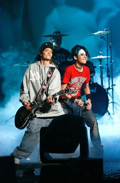 Bill and TOm performing, 2005? Love Bills energy check out http://www.youtube.com/watch?v=BiY2cQCnXiM