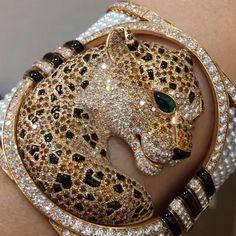 SPECTACULAR!! #Panthére Bracelet from @cartier via @mm_diamondsjewellers #dubai #dubaimall #dubailife #highjewelry #finejewelry #hautejoaillerie #love #luxury #luxurylife #luxuryjewelry #luxuryfashion #luxurystyle #luxurydesign #luxurylifestyle #mydubai #my_dubai #art #instaabudhabi #diamond #gold #instagram #instagood #instadaily #instalike #bola3jewelry
