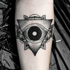 Eye of providence by Daniel Meyer via. Henna Body Art, Body Art Tattoos, Sleeve Tattoos, Cool Tattoos, Tatoos, Amazing Tattoos, Think Tattoo, I Tattoo, Providence Tattoo