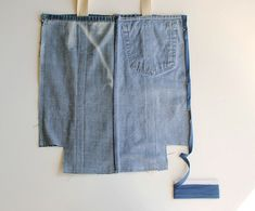 Earth day diy: tote bag from upcycled jeans - stitching sewcial sewing стар Denim Tote Bags, Denim Purse, Diy Tote Bag, Denim Bag Patterns, Bag Patterns To Sew, Artisanats Denim, Diy Clothes Videos, Tote Bags Handmade, Denim Crafts