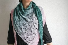 The pattern is available both in English and French