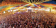 """""""Olha a cobra! … É mentiiiira!… """". Quem nunca participou de uma quadrilha? ou comeu pipoca, quentão pinhão e pamonha em uma festinha vestido de roupa xadrez? O mês de Junho no Brasil é mês inicial de uma das maiores festas folclóricas brasileiras, as festas juninas, ou festa de São João. O Santo, homenageado dia 24 de junho, recebe homenagens e festas ao longo de todo mês. Confira as datas das maiores festa do país em: http://aosviajantes.com.br/onde-ir-em-junho/"""
