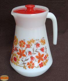Vaisselle Vintage ... Pichet ARCOPAL et ses fleurs oranges  ... sur www.mulubrok.fr ...