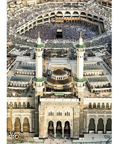 The Sacred Grand Mosque Masjid e Haram.Amazing view of Khan e Kaaba. Islamic Images, Islamic Pictures, Islamic Art, Islamic Messages, Masjid Haram, Mecca Masjid, Mecca Madinah, Mosque Architecture, Ancient Architecture