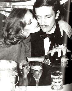 le charme de la photo en noir et blanc, l'odeur d'antan, le goût des bulles et des belles soirées... #Champagne