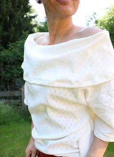 Poncho Andalo von DreieMs mit geschlossenen Seitennähten und weitem Kragen..... ♥ Homemade By Steffi, White Shorts, Women, Fashion, Ponchos, Sewing Collars, White Pants, Sewing Patterns, Creative