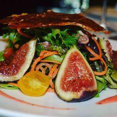 Figs Salad  #work #instafood #inspiration #USA #CHILE #foodie #foodstagram #foodlover #eeeeeats #culinary #foodlovers #foodart #truecooks #gastronomy #finedining #chefsofinstagram #igersfood #eater #chefslife #gastroart #chefstalk #instagood #tagsforlike #like4like #food #repost #art #chrisloff #theartofplating by crieloff