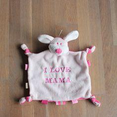Roze tuttelhondje met tekst | lettertype stoer | bestel op www.stixels-gifts.nl