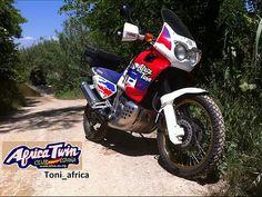 Honda Africa Twin XRV750 Honda Motorbikes, Honda Africa Twin, Bike Photo, Cool Bikes, Old School, Twins, Trail, Motorcycles, Queen