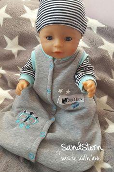 Puppenschlafsack für Baby Born – genäht von Sandstern. Puppenjumper 2.0 ist ein kostenloses Schnittmuster für Puppen der Größen 25 bis 50 cm mit zahlreichen Varianten. #freebook #puppenkleidung #schnittmuster #firlefanz