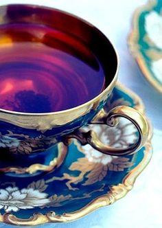 Türkiz teás csésze és alátét, arany színű szegéllyel