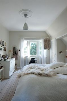 White, wood and house design home design design Room Inspiration, Interior Inspiration, Home Interior, Interior Design, Interior Decorating, White Bedroom, Beautiful Bedrooms, My Dream Home, Home Fashion