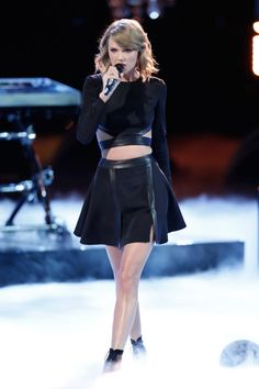Taylor Swift canta a The Voice, il 25 novembre 2014.   -cosmopolitan.it