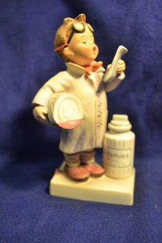 Goebel Vintage   Hummel Little Pharmacist # 322 Figurine