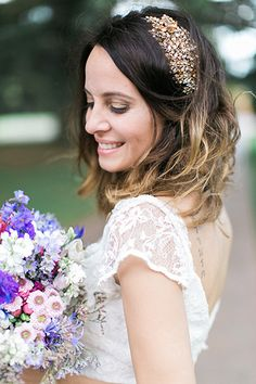 A gilded clip by Jenny Packham added sparkle and shine to Eti's ombré lob.