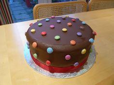 E's 1st birthday cake: smarties cake