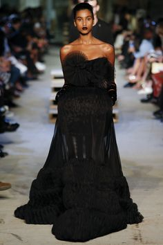 Givenchy Spring 2016 Ready-to-Wear Fashion Show - Imaan Hammam