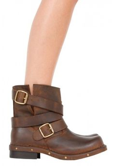 Absolutely love these Jeffery Campbell boots in distressed brown! Staple item for a winter wardrobe xx
