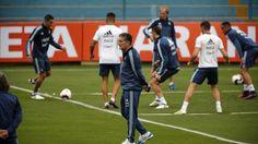 La Selección se movió en Lima en un estadio especial para Bauza - Clarín.com