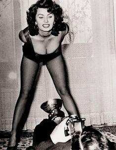 Sophia Loren shows us what she's got