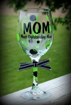 Mom would feel special with this one! Custom Wine Glasses, Personalized Wine Glasses, Drinking Quotes, Vinyl Projects, Silhouette Cameo, Cups, Jokes, Glitter, Mom
