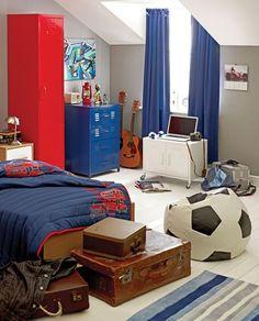 http://www.homedit.com/40-teenage-boys-room-designs-we-love/ - lots of bedroom ideas