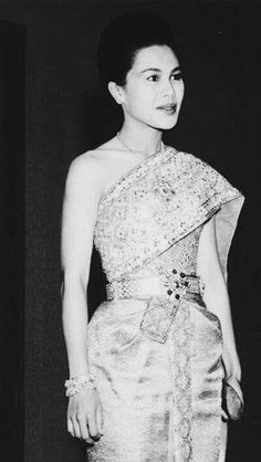 Queen Sirikit of Thailand | via : praew.com