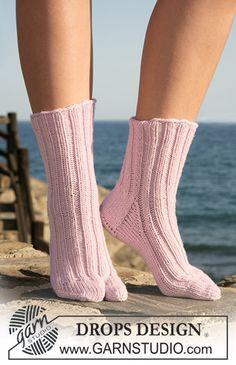 """DROPS socks with big toe in """"Merino Extra Fine"""". ~ DROPS Design"""