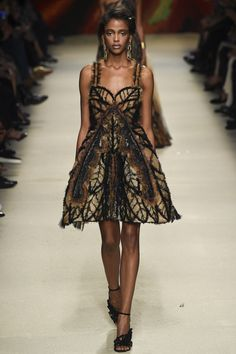 Alberta Ferretti Spring 2016 Ready-to-Wear Collection Photos - Vogue
