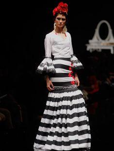 El desfile de Flamencas en Simof 2016. Raúl Doblado Flamenco Dresses, Spanish Fashion, Kitsch, Ankara, Polka Dots, Models, Boho, Cute, Inspiration