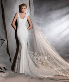 ORIANA - Crepe and tulle wedding dress, fitted to the hips