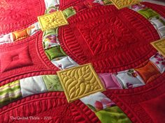 Custom longarm quilting of quick curve ruler pattern Metro Hoops by Sew Kind of Wonderful.